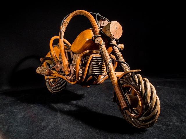 dřevěná motorka